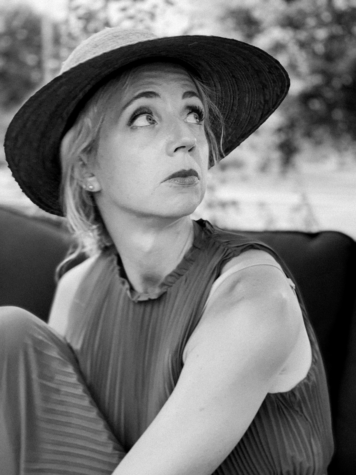 Self-Portrait-black-and-white-Fine-Art-Photography-by-Studio-L-Photographer-Laura-Schneider-_0980