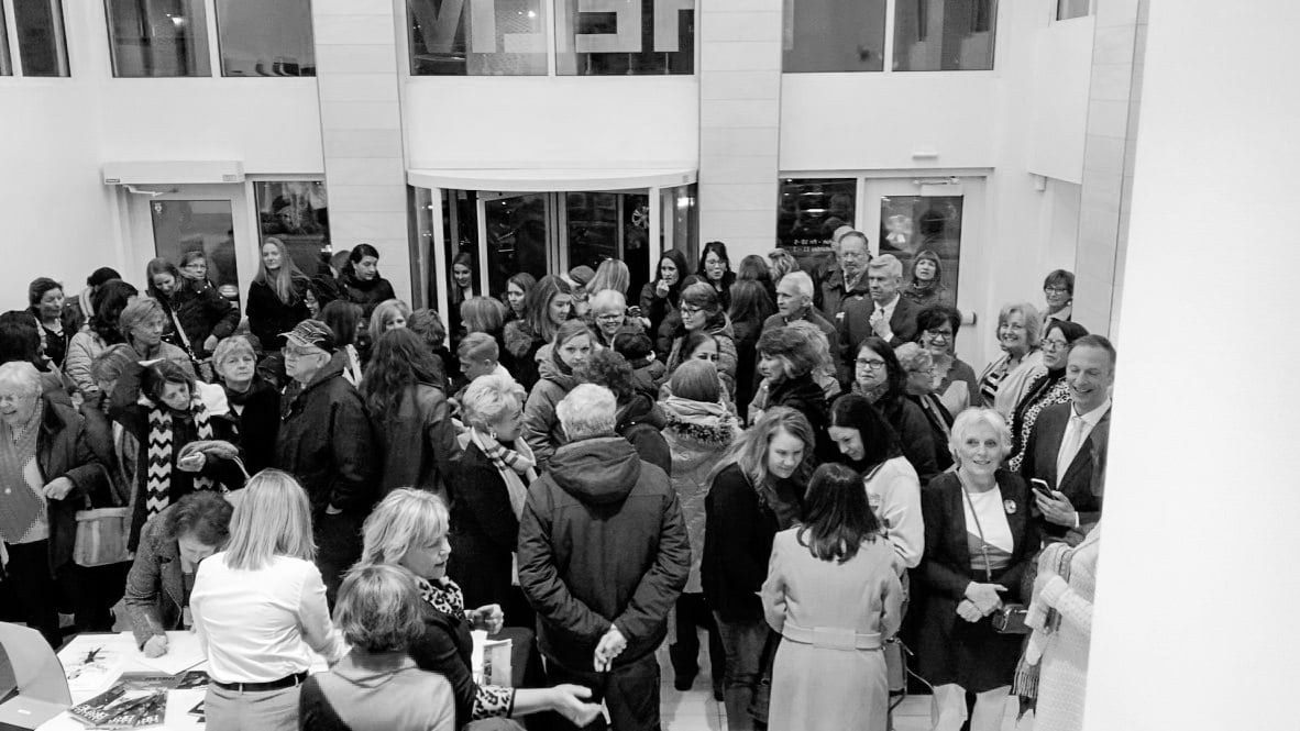 Illuminating-women_opening_exhibition-at_Thelma_Sadoff_Center_for_the_Arts_by-Laura_Schneider_and_Juliane_Troicki-_8a