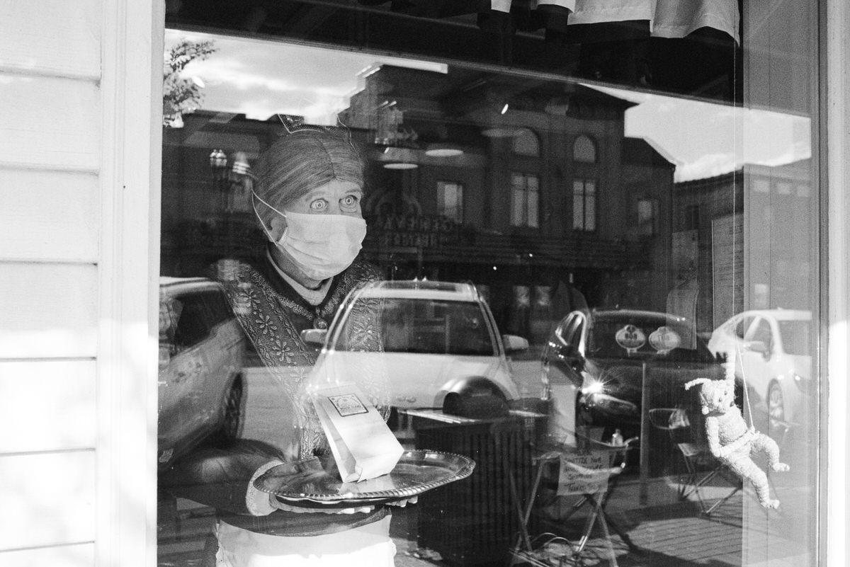 Lake-Geneva-Wisconsin-black-and-white-fine-art-film-photography-by-Studio-L-photographer-Laura-Schneider-_017A