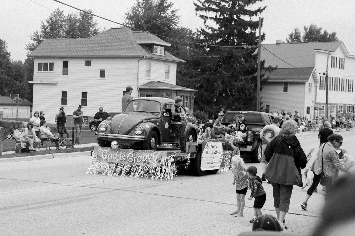 Mount-Calvary-Firemens-Picnic-Parade-Wisconsin-documentary-photography-by-Studio-L-photographer-Laura-Schneider_-9819