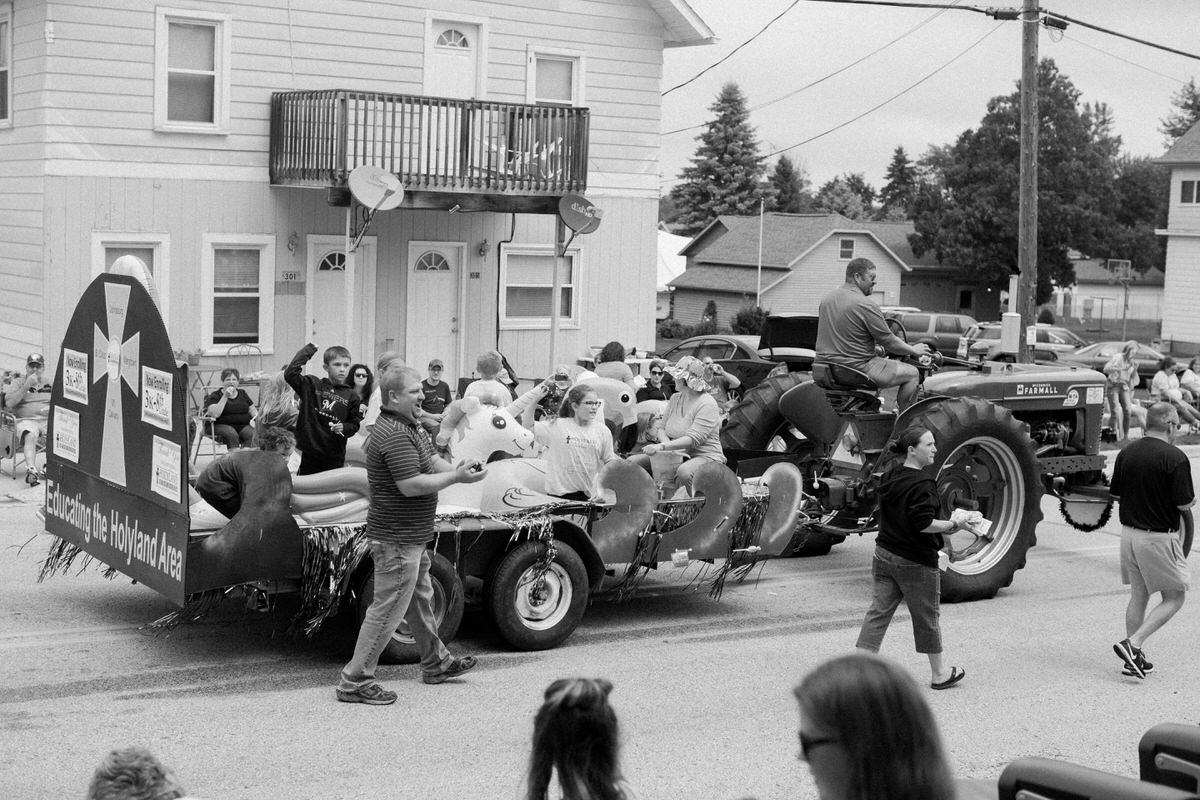 Mount-Calvary-Firemens-Picnic-Parade-Wisconsin-documentary-photography-by-Studio-L-photographer-Laura-Schneider_-9825