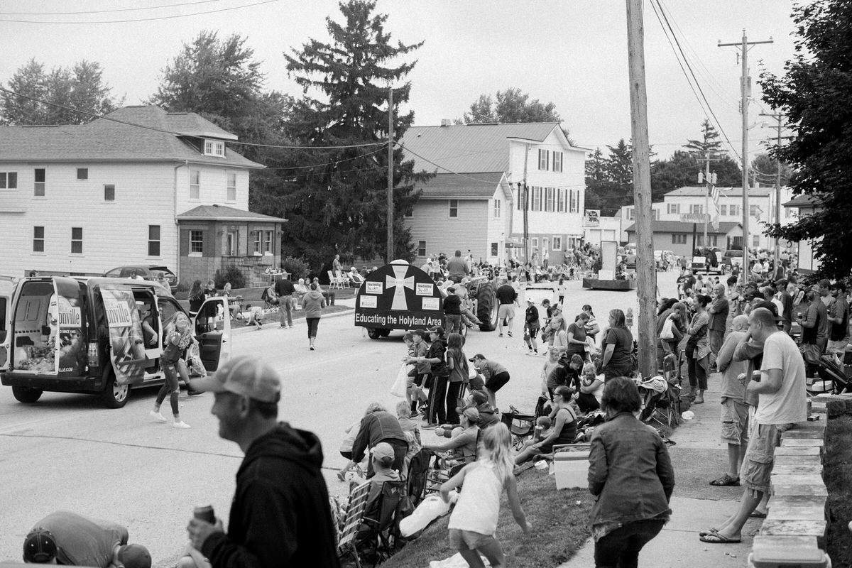 Mount-Calvary-Firemens-Picnic-Parade-Wisconsin-documentary-photography-by-Studio-L-photographer-Laura-Schneider_-9833