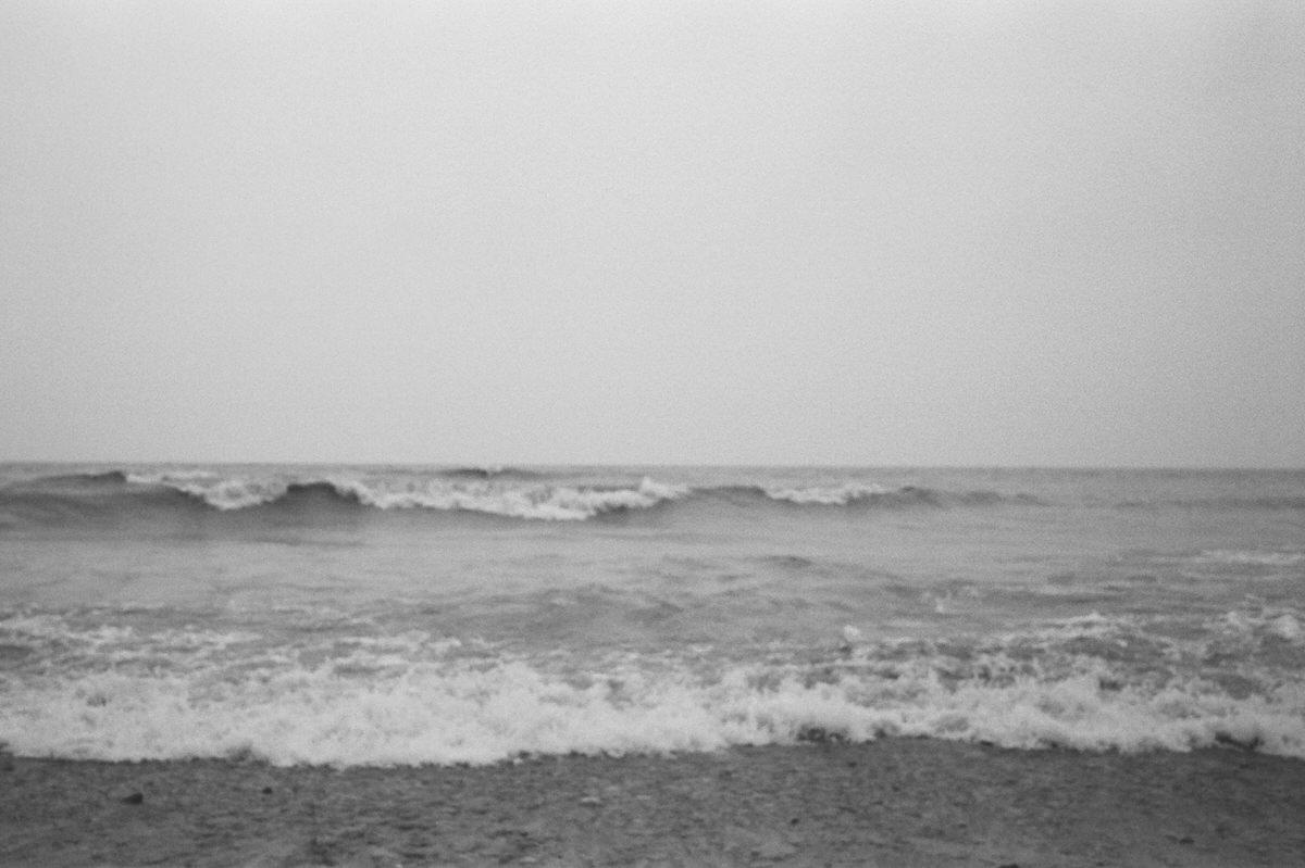 Lake-Michigan-black-and-white-fine-art-film-photography-by-Studio-L-photographer-Laura-Schneider-_07A