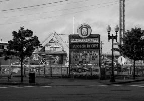 Old-Orchard_Beach-Maine-black-and-white-fine-art-photography-by-Studio-L-photographer-Laura-Schneider-_5735